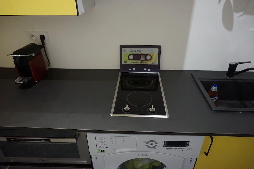 Kitchen with all essentials: Nespresso, Dishwasher, Washer&Dryer, Four.