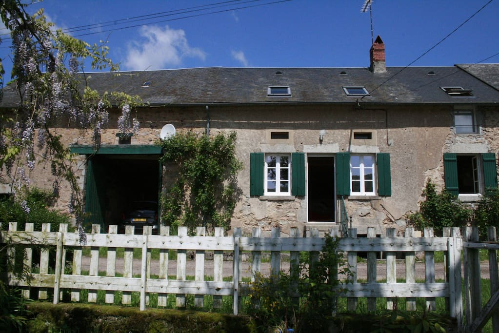 La maison pr s des lacs houses for rent in mh re for A la maison translation