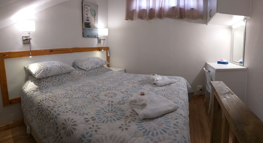 Anchorage Guest House Room 1