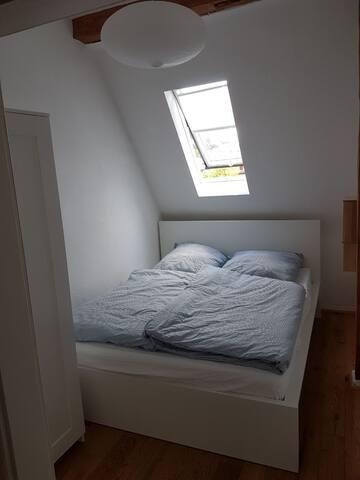 Wunderschönes, helles Schlafzimmer (1,60 * 2,00 Meter)