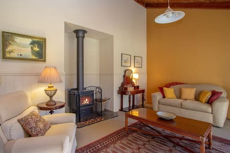 Homely and inviting Cottage near the river