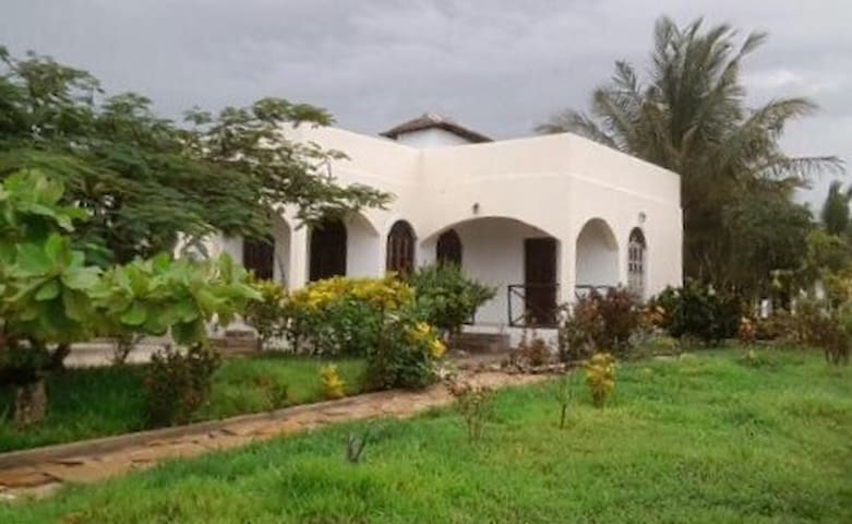 Private house, Bwejuu, Zanzibar. - Bwejuu - House