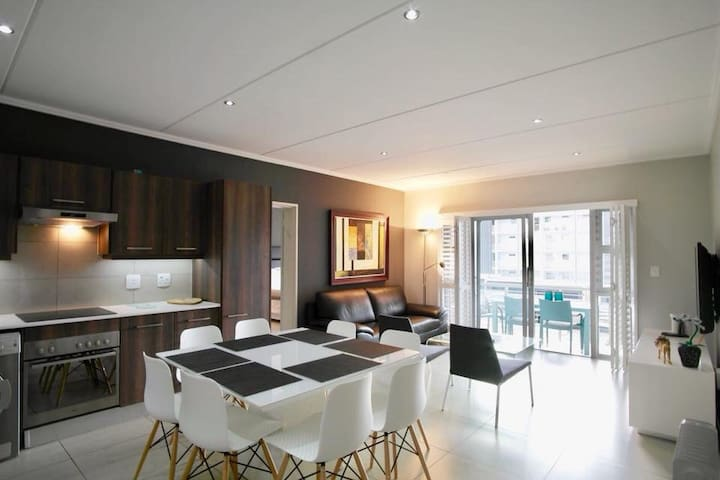 The Epic-Luxury apartment,128 Patricia Rd