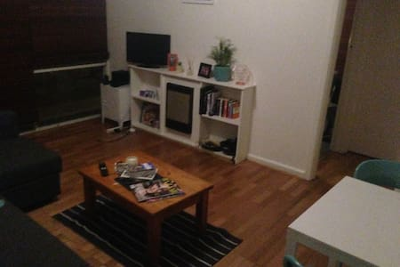 Great location 1 bedroom apartment - South Yarra
