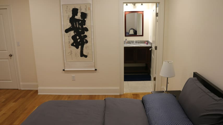 Long term stays! Modern Private room private bath!