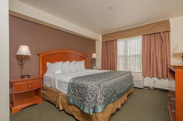 Modern Suite Double Bed Non Smoking At Manitou Springs