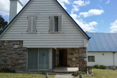 La Casa del Techo Azul - Chalet