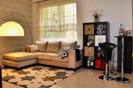 Deluxe room in a quiet area - Tangerang - Rumah