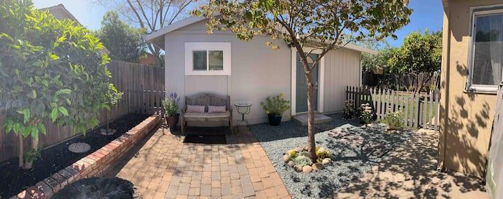 Entire Cottage-Clean Modern Cottage, Castro Valley