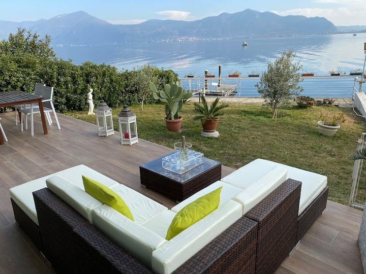 Lussuoso appartamento con patio privato sul lago