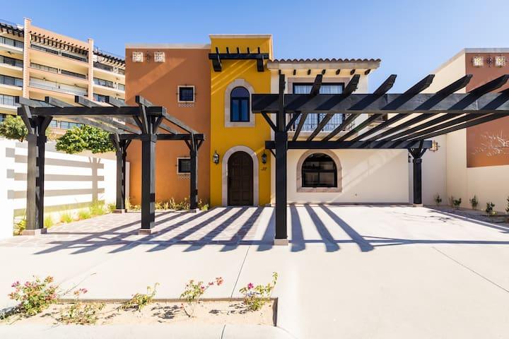 Brand new 3 bedroom villa with backyard & Rooftop