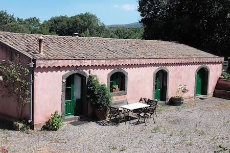 Casa di campagna con bosco e piscina - Solicchiata - Rumah tumpangan alam semula jadi