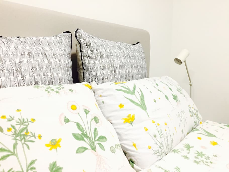 Clean &fresh liens , Quiet, comfortable and air- conditioned bedroom, heaps of storage, desk and chair , bath towels and tissue USB charger are provided in each room.