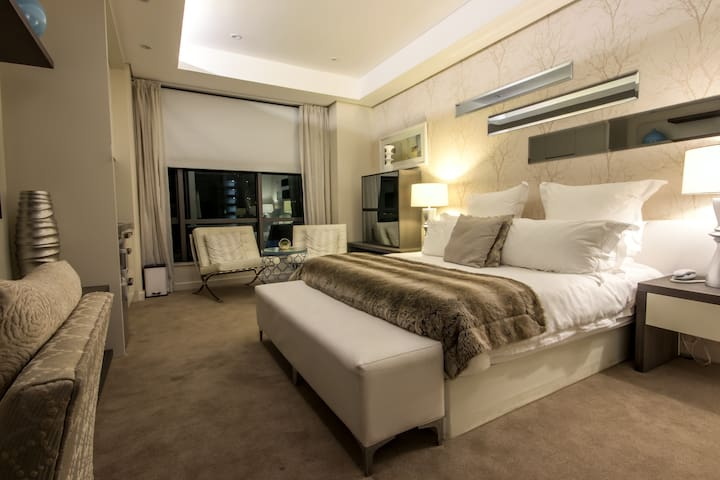 Sandton Skye Luxury Apartment 1203