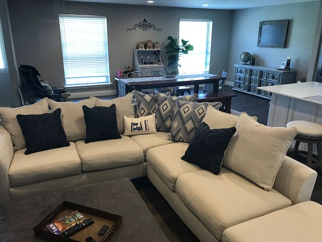 Large Private Room/Bathroom in Central Location! - Baton Rouge - Casa
