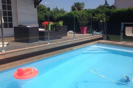 Villa 110m² à Pessac piscine sécurisée et chauffée - ペサック
