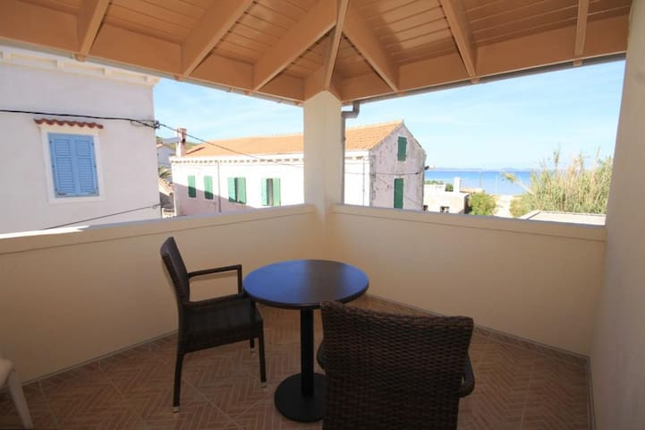 One bedroom apartment with terrace and sea view Susak, Lošinj (A-8050-c)
