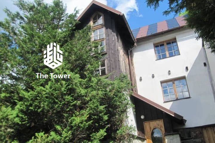 "The ""Tower"" -  Unique Nature House - Przesieka - Huis"