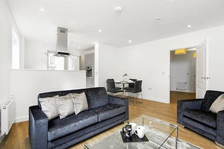 Beautiful Marina 2 bed Apartment - Londra