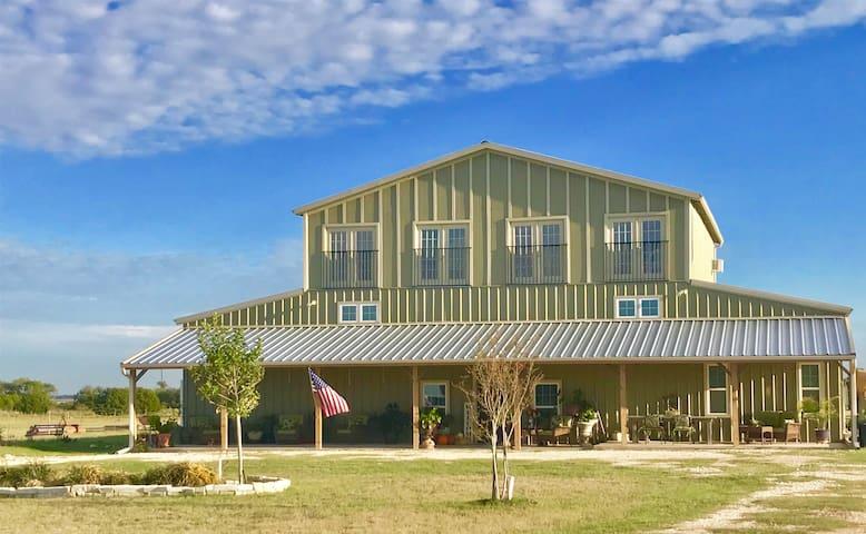 Barndominium for Retreat/Reunion/Travel - Waco