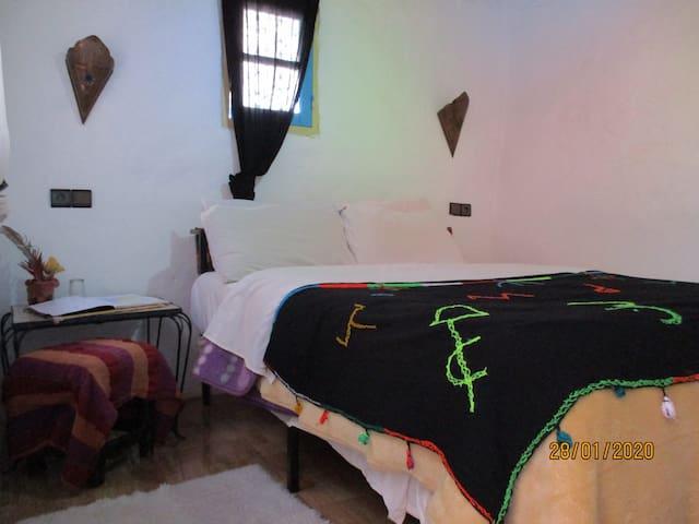 chambre double, salle de bain commune