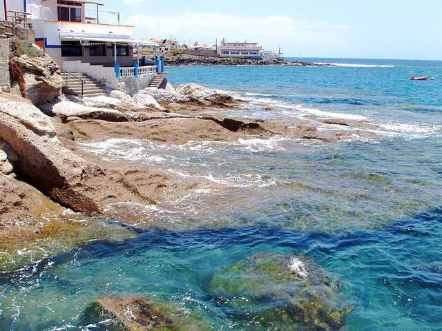 Front of the sea La Caleta. Full accomodations