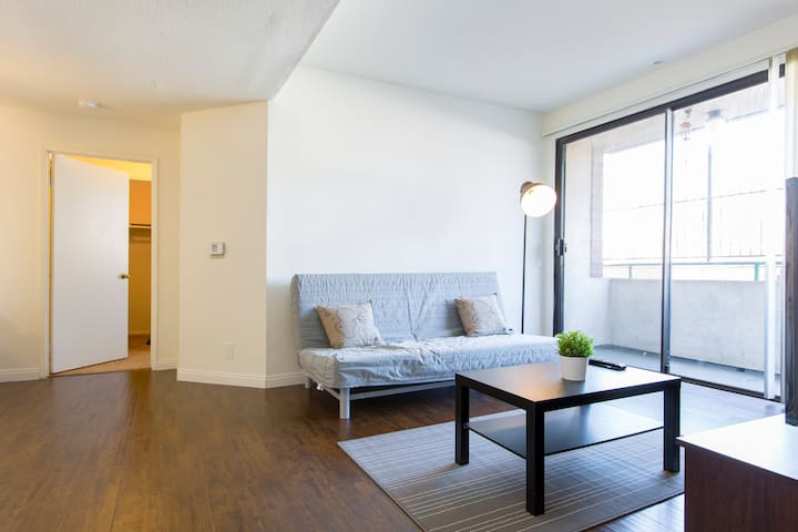 SPACIOUS Dual Master 2Bd/2Ba/2Parking Koreatown #1