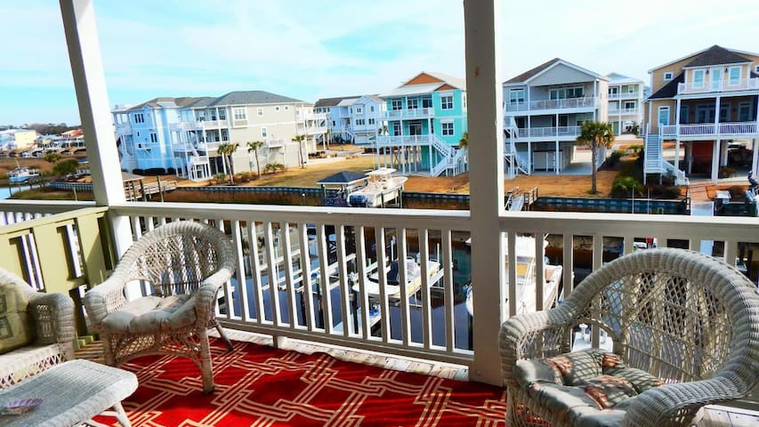 OIB Getaway at the beach with a private boat slip and near multiple golf courses. - Ocean Isle Beach - Apartament