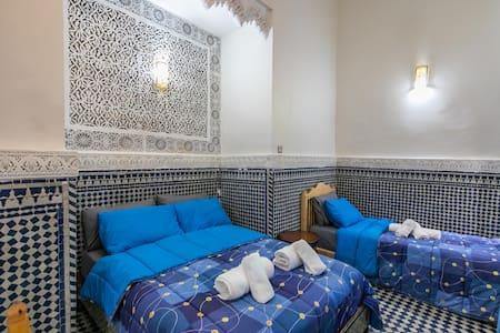 Chambre  nejjarine à Riad fes opera