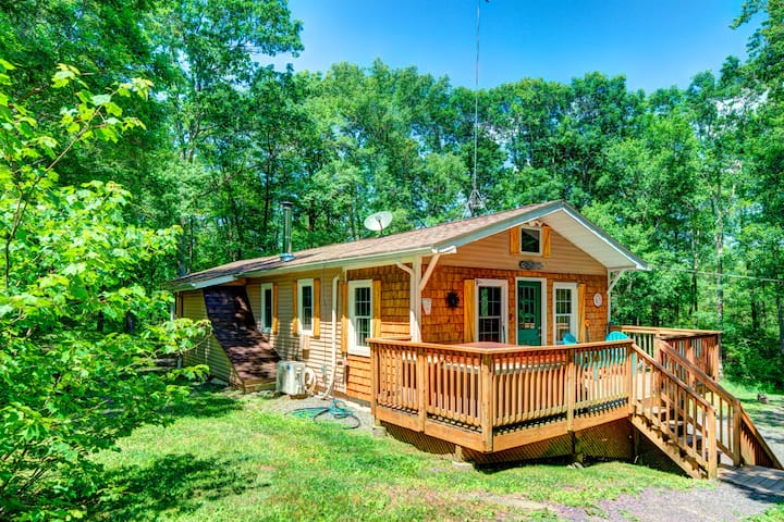 Private 3 BR Forest Cabin - 10 Acres - Hot Tub