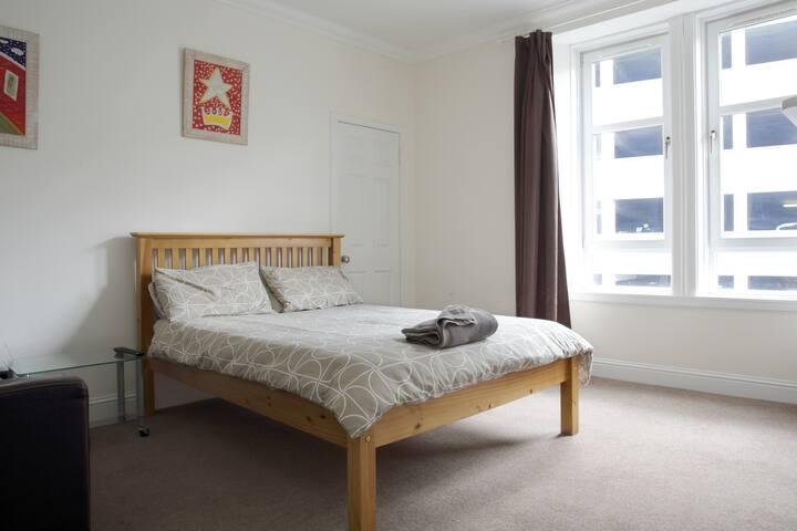 Lovely central room in Falkirk - B
