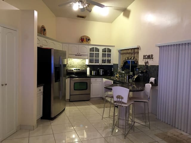 1 bedroom 1 bath inside the house. - Pembroke Pines
