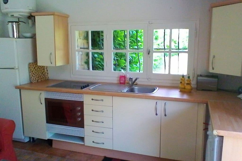 Kitchenette. Micro wave. Washer. Toaster. Fridge/Freezer. Hobb/Oven