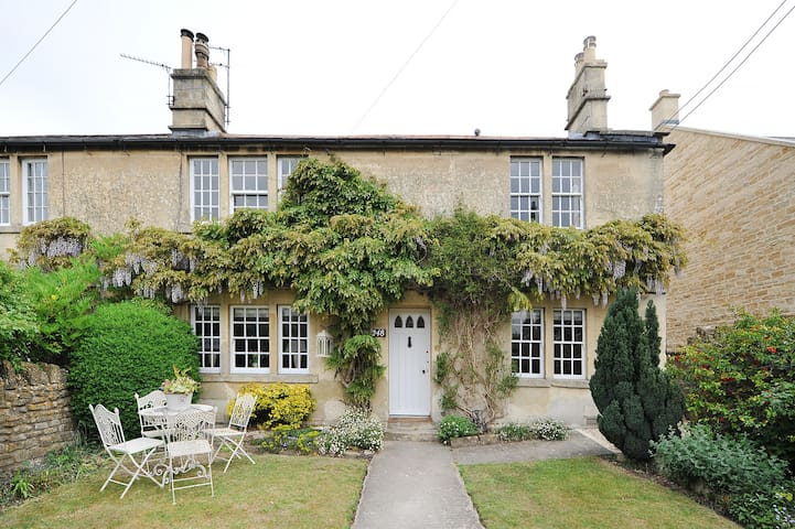 Designer spacious Cottage, BOA. Bath only 7 miles