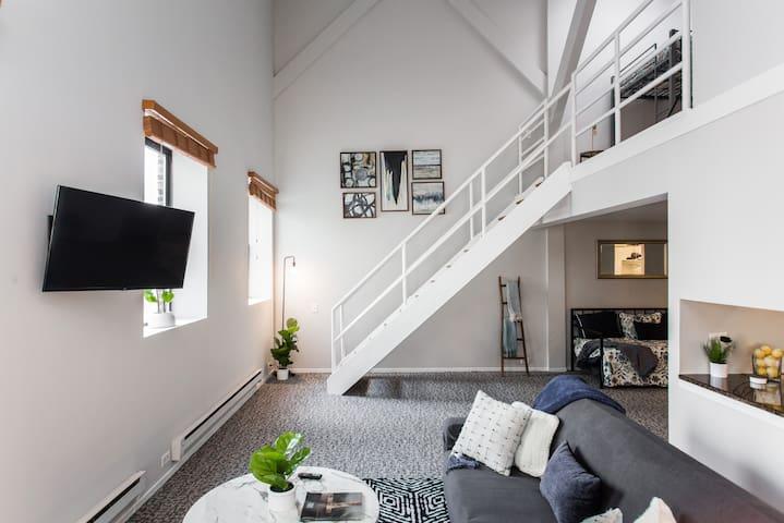 Sleep 30 - MEGA 4 Loft Suites in the❤️of Downtown