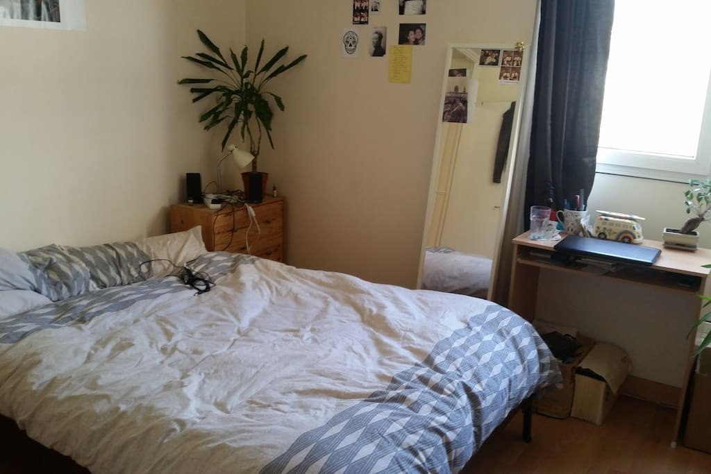 Nice large double bedroom, bright and sunny.
