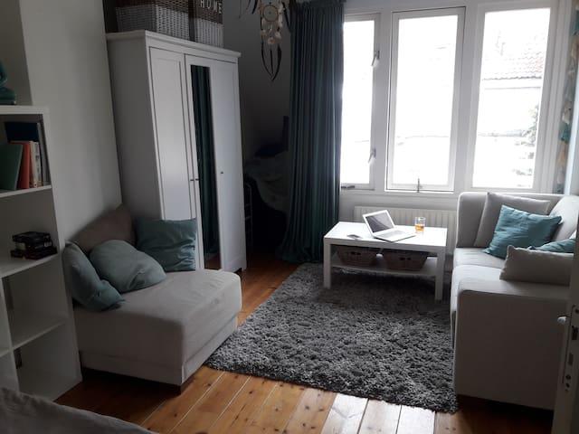 Leuke studio met prive keuken en badkamer