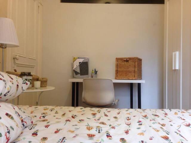 Cute bedroom near Beaubien metro station. - Montréal - Apartment