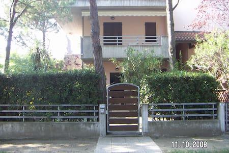 casa indipendente con giardino - Milano Marittima - Byt