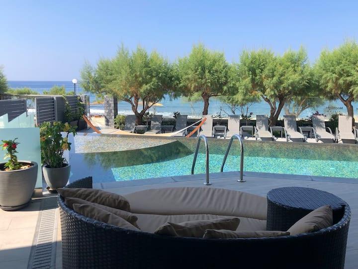 Sea-front 4 bedroom condo - Moonlight villas