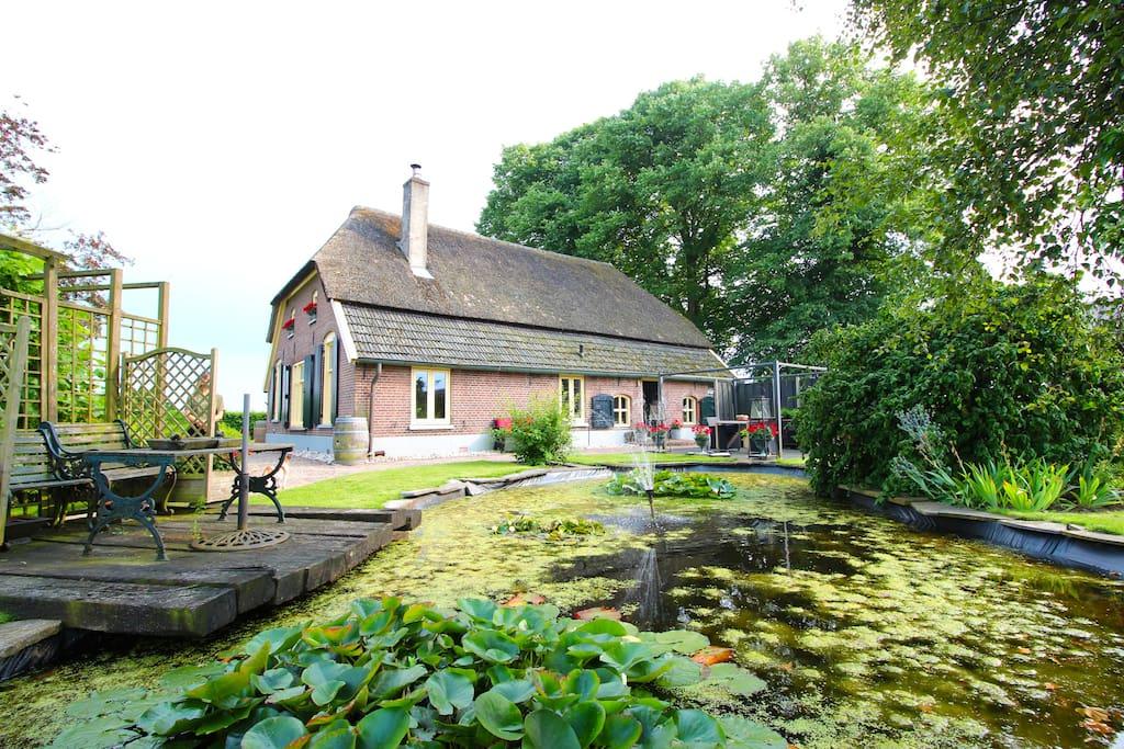 Rustieke b b de nieuwstratenhoeve met grote tuin for Woonboerderij te huur gelderland