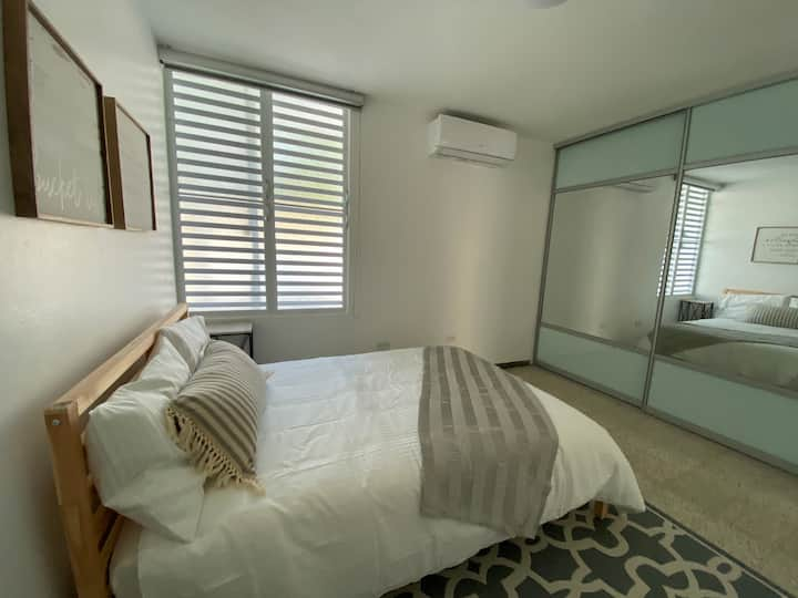 Amazing White House Two w/2 parking extended stays