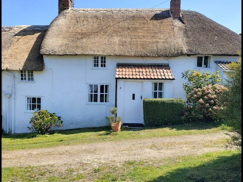 Thatched cottage in West Dorset