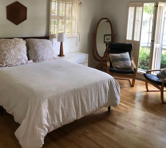 South Miami/Coral Gables Guest House with pool