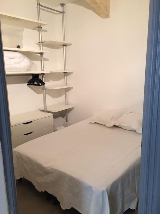 chambre avec lit relaxation électrique (têtes et pieds relevables) 140/190