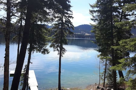 Private Waterfront Cottage on Lac des Roches