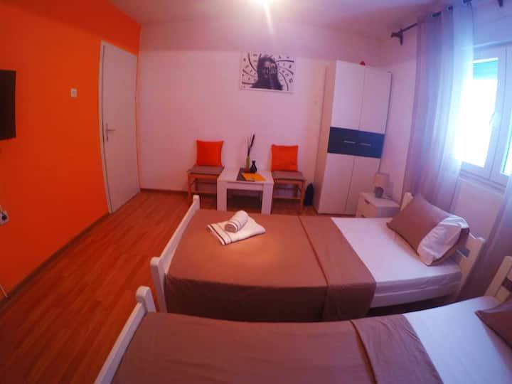 Jovana 3 (orange)