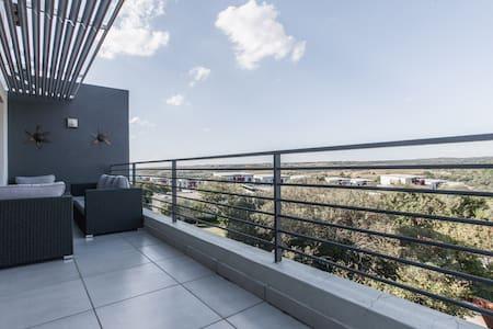 @221 Views Trendy Room in Flat - Sandton