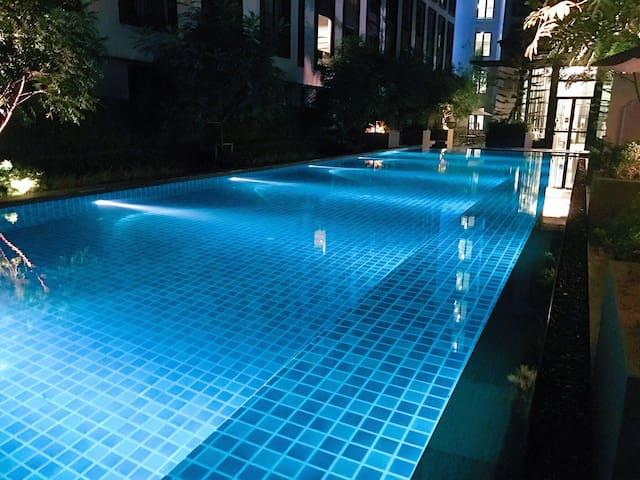 全新超值歐式雙人房,24小時入住,近暹羅購物中心,曼谷海底世界,四面佛