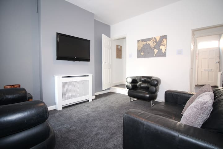 COSY CITY CENTRE 3 BED HOME - DEMONTFORT UNI